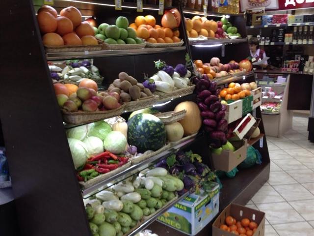 полки с овощами