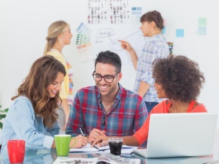 Не скупитесь на позитивное общение с коллегами