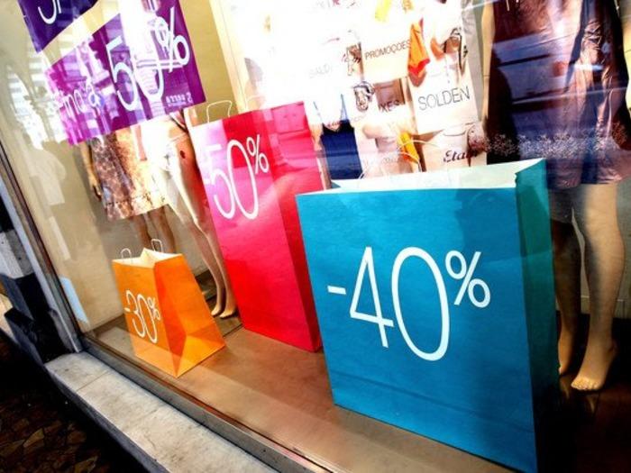 """Пример принципа дефицита - скидки и """"горячие предложения"""" в магазинах"""