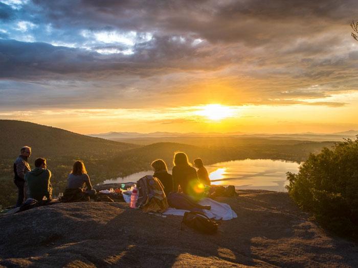 Не стоит забывать про отдых на свежем воздухе, лучше всего выбраться с семьей