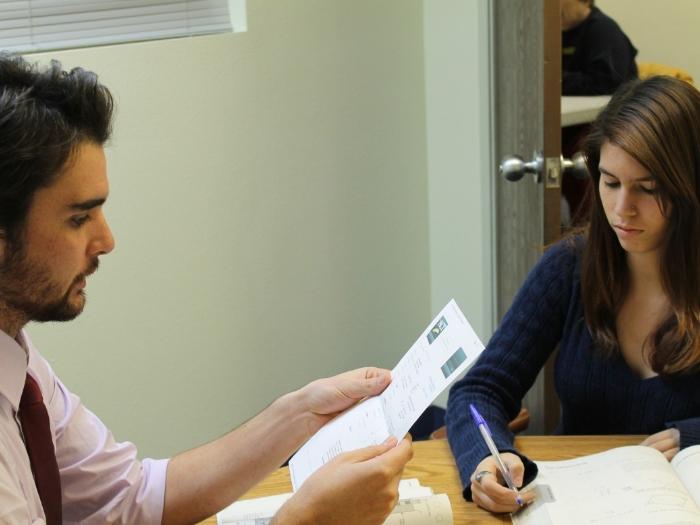 Подписание соглашения после переговоров