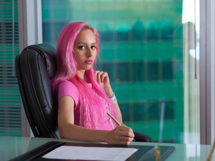 Поведение женщин на работе бывает разный, стоит это помнить