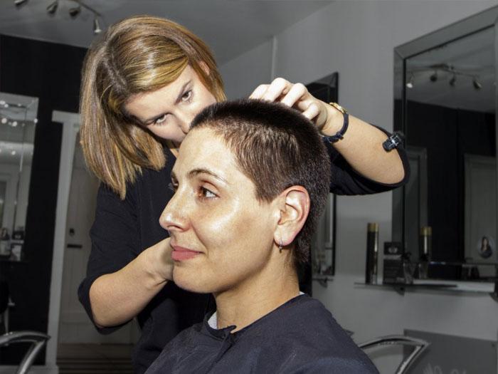 Работая парикмахером на дому можно корректировать свой график, тем самым смотреть за ребенком и получать прибыль