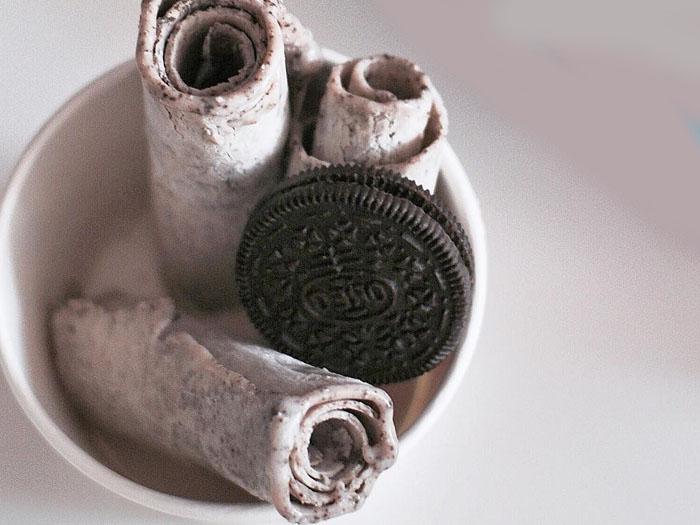 Тайское мороженое в виде ролла готовится прямо на глазах у клиента, тем самым привлекая и окружающих