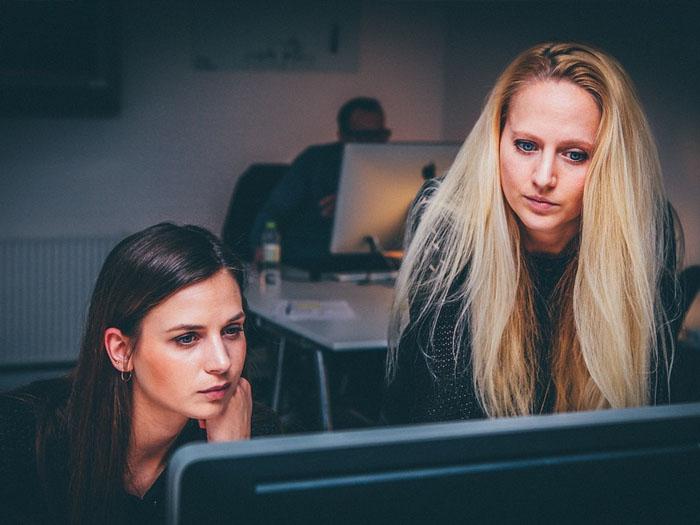 Женщин программисту труднее устроится на работу, нежели мужчине программисту