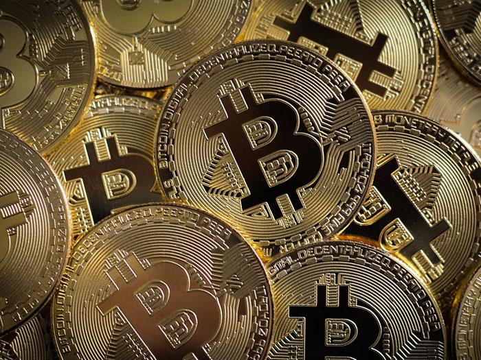 На биткоинах сейчас самое время зарабатывать, они постоянно растут в цене