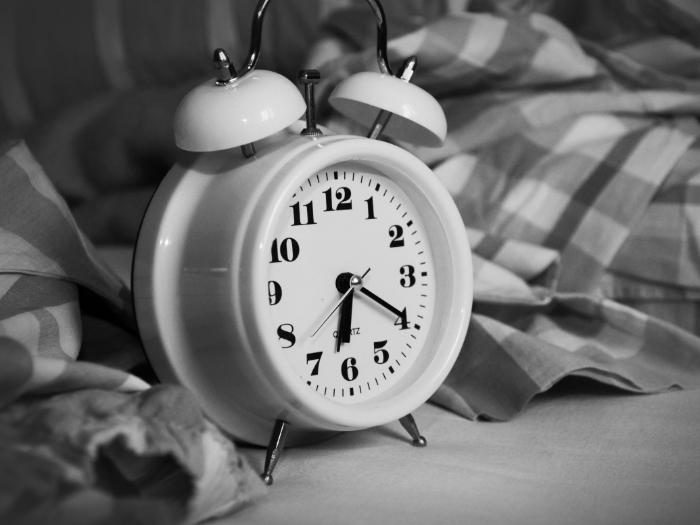 Нужно выработать правильный режим сна, и в течении 21 дня организм привыкнет