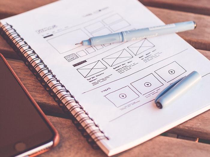 Для начала стоит создать прототип дизайна, и только потом переходить в графический редактор для рисования