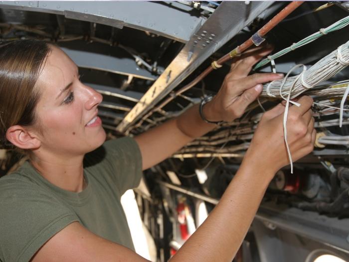 Женщины идут в ногу со временем и осваивают более современные профессии