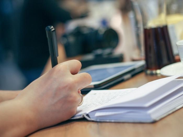 Записывайте важные моменты в переговорах, потому что 20% времени обсуждаются по теме, а 80% разговора, это мелочи