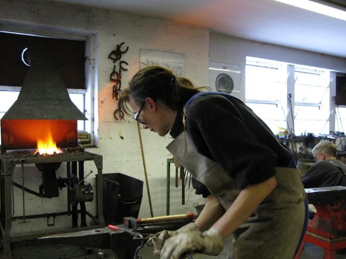 В России женщинам запрещено работать в горячих цехах по обработке металла