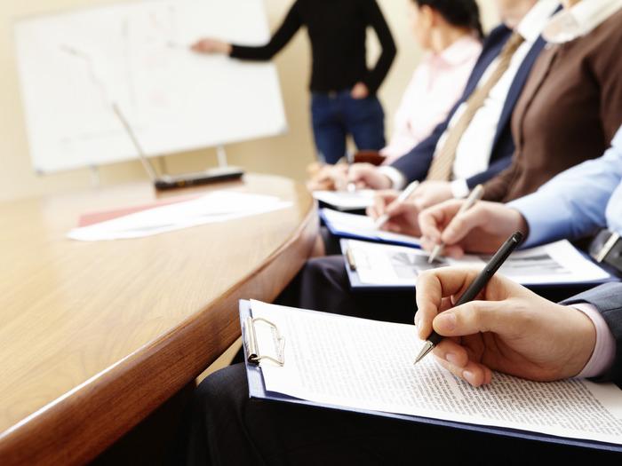 Банковские учреждения могут самостоятельно назначать сотрудникам прохождения тренингов или же семинаров