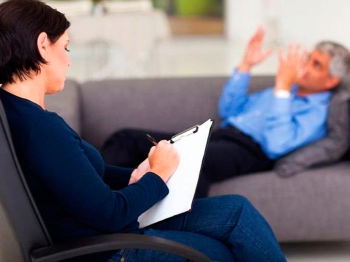 Психолог с пациентом