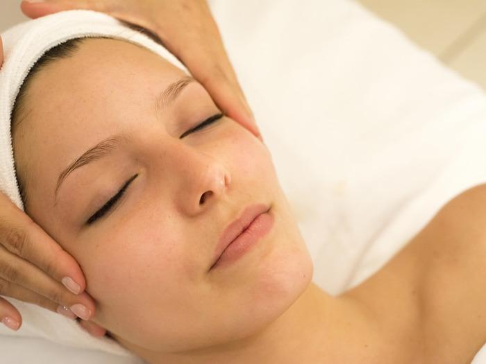 Самая популярная процедура Виктории Филимоновой - это массаж лица, позволяющий подтянуть морщины и избавиться от возрастных изменений