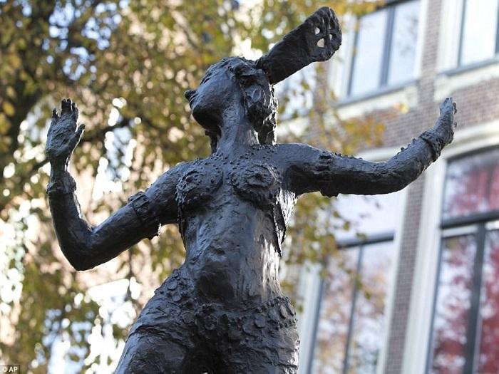 Памятник Мата Хари