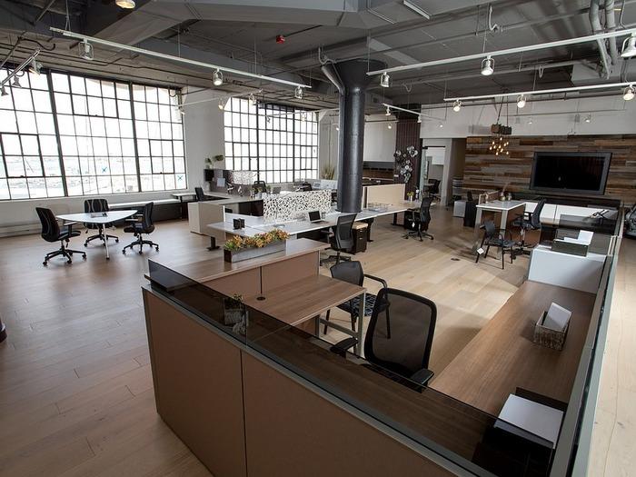 Реже приходят местные бизнесмены, желающие оставить офис для своих сотрудников