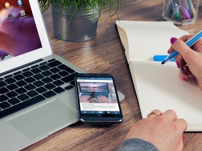 Сейчас принято делать сайты адаптивными, которые выглядят и на компьютере, и на мобильных устройствах удобно и просто