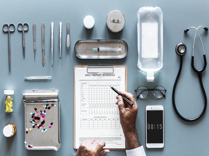 Иногда специалисты получают медицинское образование по другому направлению и делают карьеру врачей