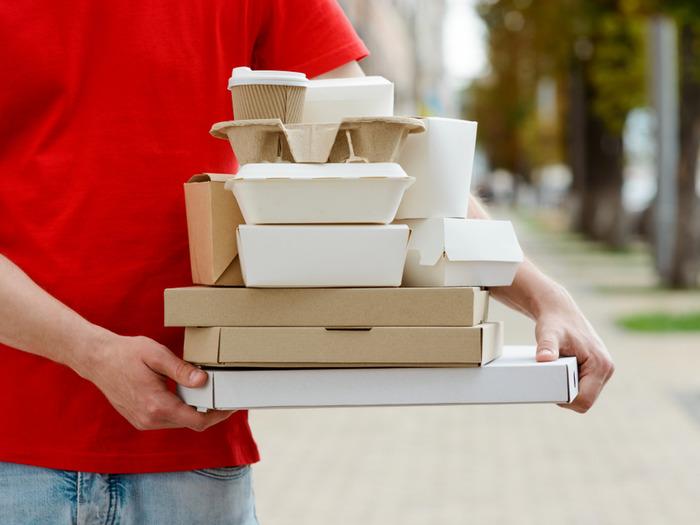 Доставка еды из ресторанов или собственного приготовления