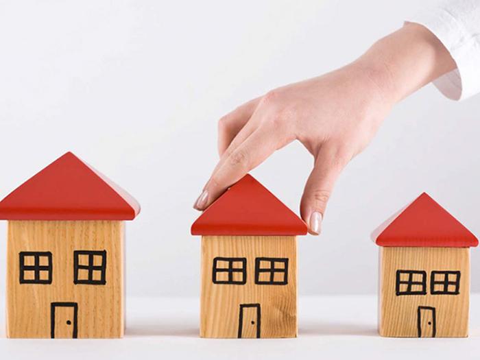 Три деревянных домика
