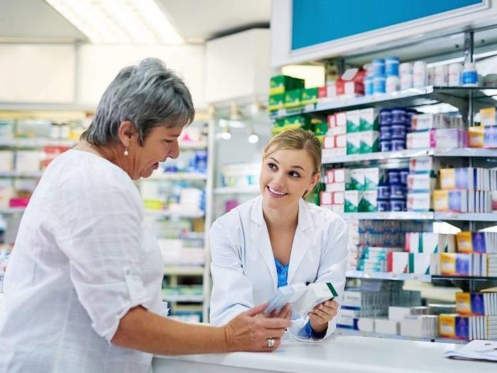 Если выбор пал на аптекаря, работа будет основываться на общении с клиентами