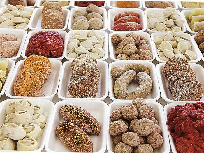Задумайтесь о покупке полуфабрикатов: их можно использовать как полноценные блюда после разогрева или заготовки для заказов посложнее