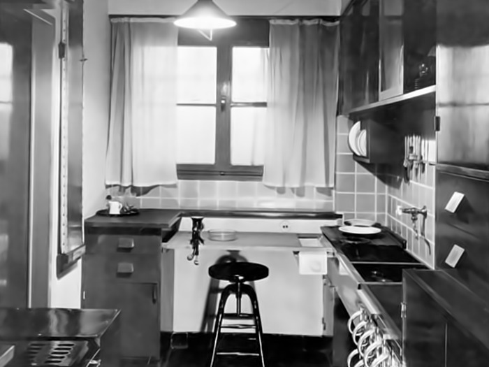 Грета Шутте-Лихотски разработала компактную и эргономичную модель кухни