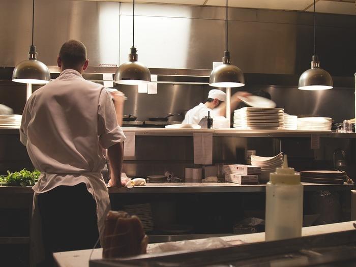 Организовать бизнес по транспортировке еды полного цикла выйдет дороже – придется обустраивать кухню