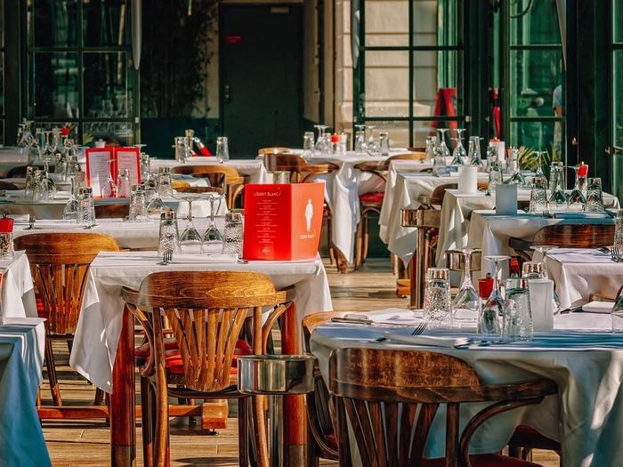 Кафе и рестораны становятся дорогим удовольствием, а развоз еды домой кажется выгоднее