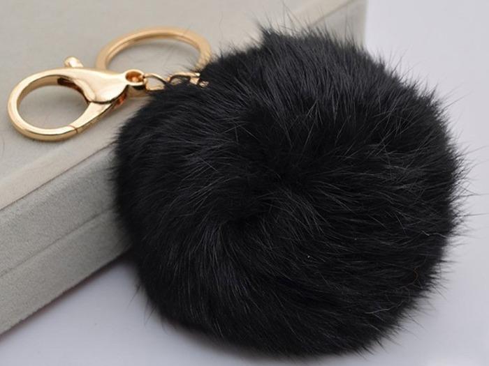 Другие побочные продукты вроде лап, хвоста и ушей используются для создания сувениров и брелоков